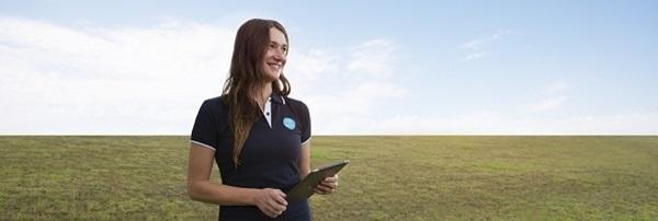 CSIRO lady in field